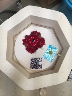 http://2soulsisters.blogspot.com/2016/05/making-glass-bowl-middle-school-art.html