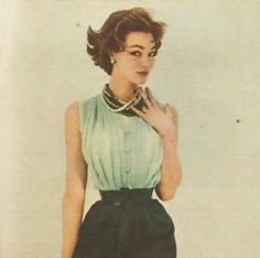 How did women look like this? Look at how tiny her waist is! Shapewear and a different lifestyle, I guess. Fifties Fashion, Retro Fashion, Vintage Fashion, Classic Style Women, Modern Classic, Fashion Photo, Fashion Beauty, Vintage Vogue, Retro Look