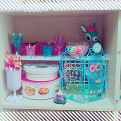 wakakoさんの、飾棚,アクセサリー,IKEA,100均,カラフル,お菓子,セーラームーン,リメイク,DIY,ハンドメイド,パステル,収納,雑貨,のお部屋写真