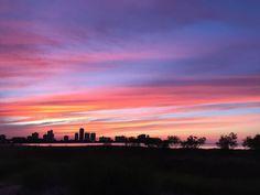 New post on senden-kalanlarimla-yalnizim Pretty Sky, Beautiful Sky, Sunset Wallpaper, Nature Wallpaper, Sky Full, Look At The Sky, Sunset Lover, Summer Photography, Sunset Pictures