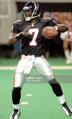 Vick – Sport is lifre Falcons Football, Football Players, Cowboys Players, School Football, Football Cards, Baseball Cards, Mike Vick, Falcons Rise Up, Nfl Uniforms
