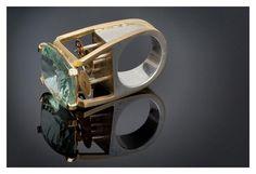 """Tempus Fugit""  Ariel  Marias Ortega    2012 ©ORTEGACREATURES  Gold 18K - Silver 925 - Fluorite  Clockwork mechanism"