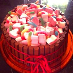 Bolo kit kat Nossos bolos feitos com amor e carinho para você! Orçamentos e encomendas: queroacucarbolos@gmail.com e pelo celular e whatsapp (21) 98056-6621