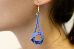 Tuto : des boucles d'oreilles torsadées en suédine
