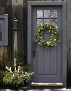 Front Door Paint Colors - Want a quick makeover? Paint your front door a different color. Here a pretty front door color ideas to improve your home's curb appeal and add more style! Pintura Exterior, Grey Front Doors, Painted Front Doors, Painted Exterior Doors, Unique Front Doors, Best Front Doors, Front Door Paint Colors, Behr Exterior Paint Colors, Exterior Door Colors