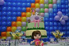 """Decoração de festa infantil no tema da personagem """"Dora, a aventureira"""". Dica para as mamães! Mais fotos em: http://mamaepratica.com.br/2014/04/14/mamae-em-festa-dora-aventureira/"""