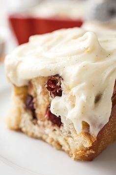 Filled with sweet cranberries and cinnamon, topped with rich orange-vanilla bean frosting, these cinnamon rolls are perfect for a cozy Christmas morning! Healthy Oatmeal Recipes, Best Breakfast Recipes, Quick And Easy Breakfast, Apple Recipes, Baking Recipes, Dessert Recipes, Cranberry Recipes, Eat Breakfast, Cream Cheese Mashed Potatoes