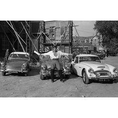 """Les plus belles #photos des #archives de @ParisMatch_magazine  Stars en vacances.  Eté #1961 #JeanPaulBelmondo tourne """"Cartouche"""" de Philippe de Broca . Jean-Paul est un passionné de belles voitures. #Paris Match vient le voir sur le tournage pour lui faire découvrir trois beaux modèles  qui seront présentés au salon de l'automobile #1961. De gauche à droite : Austin Healey  Spirit et MK II . Le titre de Paris Match pour cet article est """" C'est le salon des voitures de poche"""". Photo…"""