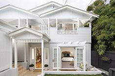 The Tried And True Method For Queenslander Homes In Detail To Copy - Queenslander architecture is a modern term for the typical residential architecture of Queensland, Australia. It is also found in the northern part. House Inspo, Australian Homes, House Exterior, House Paint Exterior, House, Sims House, Cottage Homes, Hamptons House Exterior, Exterior House Colors