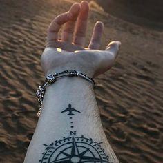 Il tatuaggio con il punto e virgola è diventato uno simbolo per la lotta contro la depressione e il significato del tatuaggio fiore di loto è purezza, bellezza, perfezione e cambiamento. Deathly Hallows Tattoo, Triangle, Tattoos, Tatuajes, Tattoo, Tattoo Illustration, Irezumi, A Tattoo, Flesh Tattoo