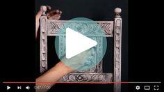 Når man maler sine møbler med kalkmaling, eller Annie Sloan Chalk Paint som det jo oprindeligt hedder. Så skal overfladen behandles. Enten kan man vokse eller man kan lakere. Voksen er den mest anvendte når du selv maler dine møbler, da den er nem at arbejde med og da den kan lave mange