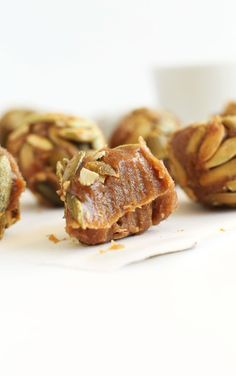 AMAZING Pumpkin Caramels! 6-ingredients, date-sweetened, SO delicious! #pumpkin #vegan #glutenfree