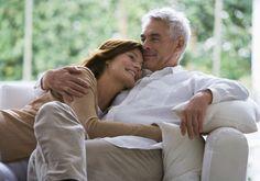 Casal abraço sofárelacion