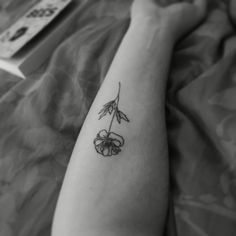Poppy fine line tattoo done by Jonboy #finelinetattoo #poppytattoo