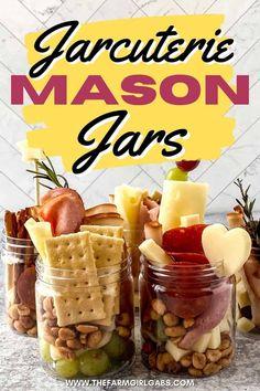 Recipes Appetizers And Snacks, Yummy Appetizers, Party Snacks, Appetizers For Party, Italian Appetizers, Charcuterie Recipes, Charcuterie And Cheese Board, Mason Jar Desserts, Mason Jars