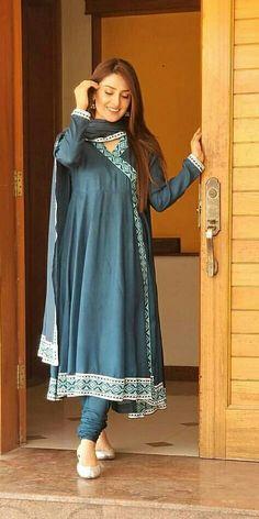 Ayeza Khan Pakistani Fashion Casual, Pakistani Dresses Casual, Indian Fashion Dresses, Dress Indian Style, Pakistani Dress Design, Indian Designer Outfits, Casual Dresses, Frock Fashion, Women's Fashion