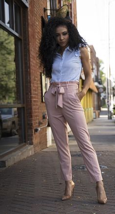 Dressing in Color Palettes, Not Colors - White Collar Glam Business Casual Outfits, Office Outfits, Classy Outfits, Workwear Fashion, Work Fashion, Fashion Outfits, Mixed Girl Hairstyles, Frilly Shirt, Blue And White Blouses