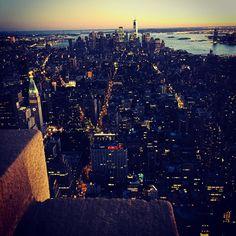 NYC shabille de strass pour la nuit  #newyork #empirestatebuilding #nyc #nights #sunset #shiny