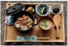 桜えびと山菜の炊き込みご飯 小鉢2種・味噌汁・香の物付き