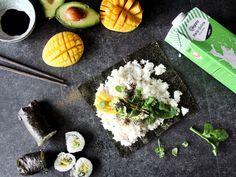 Wenn du zum ersten Mal das Mango-Avocado Sushi von lenaliciously probierst, wirst du sofort schmecken, dass der Veganz Reis-Drink der beste Wingman für deinen Sushireis ist. Man könnte also sagen: Der Barney Stinson für dieses aufregende Gericht. Doch damit nicht genug: Für abwechslungsreiche Momente sorgen Mango, Avocado und Spinat. Trust us: Du bist in bester Gesellschaft! Unser Rezept findet ihr hier: https://veganz.de/de/rezept/mango-avocado-sushi/