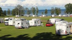 Der Campingplatz Brevik liegt direkt am Ufer des Vättern.
