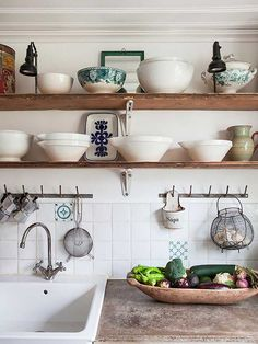 Country Kitchen Design Ideas: Some kitchens are made to be admired at a distance; country kitchens are made to be used. See the entire range of country kitchen style in this photo gallery Rustic Kitchen Sinks, Vintage Kitchen, New Kitchen, Kitchen Dining, Kitchen Shelves, Kitchen Ideas, Natural Kitchen, Kitchen Things, Vintage Sink