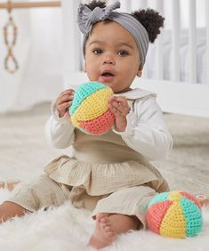 Baby's First Beach Ball free crochet pattern in Baby Hugs yarn. A soft, crocheted ball is easy for baby to hold and it's soft enough for safe play. Be sure to crochet tight enough that the fiberfill doesn't come through the crochet surface easily. All Free Crochet, Easy Crochet Patterns, Crochet Patterns Amigurumi, Crochet Toys, Crochet Ideas, Crochet Projects, Crochet Things, Crochet Gifts, Diy Projects