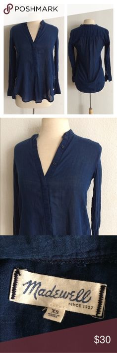 """Madewell Indigo Popover blouse Madewell Indigo Popover long sleeve blouse. Size XS. High low style (24""""/29"""") with a 36"""" bust. 100% cotton. This is quite sheer. Good used condition- this does have some pilling.  Reviews says this runs small, but it fits my dress form with no problem. I would actually say this runs closer to an S. 🚫NO TRADES🚫 💲Reasonable offers accepted💲 💰Great bundle discounts💰 Madewell Tops Blouses"""