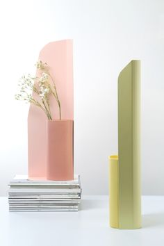 numéro 111 / karl vase / 2013 These Vases are Nice for that Mirrortop Table too, only if the Magazines are copies of VOGUE, though. Refer to earlier Pin: CHAIR