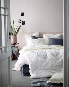 [minus the wings on the sheets] but I love the brightness & how minimalist if this is