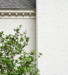Moderne White by Sherwin Williams using brick minetal paint. Our Brick House White! White Brick Houses, White Exterior Houses, Modern Farmhouse Exterior, Exterior House Colors, Exterior Paint, Diy Exterior Brick Painting, Painting Brick, Ranch Exterior, Exterior Design