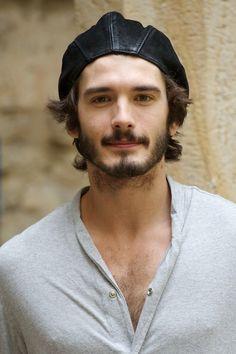 Perfecto ejemplo de la belleza masculina en España: Yon González
