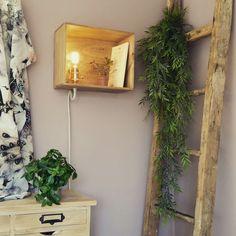 Lampe étagère dans une caisse de vin en bois, style vintage, lumière à incandescence : Luminaires par 2l-creations