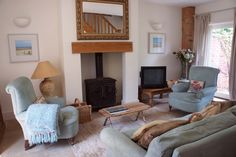 Cosy quirky farm cottage in Northamptonshire Holidays In England, Farm Cottage, Log Burner, Next Door, New Living Room, Renting A House, Cosy, Home And Garden, Lounge