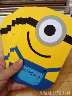 This invitation card perfectly awakens the anticipation of our upcoming Minion kit. Minions Birthday Theme, Diy Birthday, Birthday Cards, Happy Birthday, Minion Invitation, Invitation Cards, Birthday Invitations, Minion Party Games, Minion Classroom
