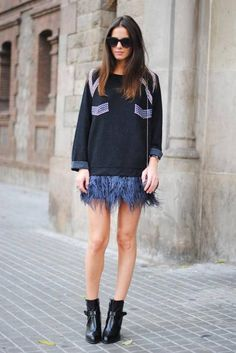 Wear feathers with sweaters. I love the idea of mixing elements in an outfit, like wearing a wool sweater with a feathered skirt. If you don't have a feathered skirt (most people don't!) wear a pleated or ruffled one to achieve a similar look.