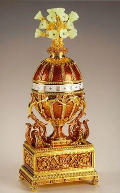 In WINNING WYATT, Wyatt's mother owns a Faberge egg, very much like this 1899 Madonna lily Egg (another name - Bouquet of Lilies Clock) Gift: Tsar Nicholas II, to Tsarina Alexandra. Owner: the Kremlin Armoury Museum, Moscow Tsar Nicolas Ii, Tsar Nicholas, Objets Antiques, Fabrege Eggs, Antique Music Box, Egg Art, Objet D'art, Russian Art, Glass Art