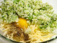 Batoane de broccoli și conopidă la cuptor Pizza, Baby Food Recipes, Cobb Salad, Recipes For Baby Food