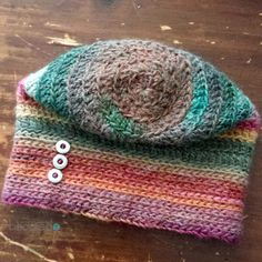 This hat is the must have accessory for fall. Crochet your very own Fall For Me Spiral Hat with this free pattern from B.hooked Crochet.