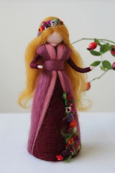 Blütenfee, Elfen und Feen im goldenen Herbst Wool Dolls, Felt Dolls, Needle Felting Tutorials, Tiny Dolls, Felted Wool Crafts, Felt Crafts, Decoration Noel, Felt Angel, Felt Fairy