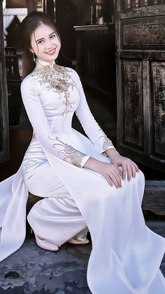 luv the girl The hot women Gifts that Keeps On bouncing Early morning BooBers be a bouncing Vietnamese Traditional Dress, Vietnamese Dress, Traditional Dresses, Ao Dai, Most Beautiful Dresses, Nice Dresses, Formal Dresses, Beautiful Asian Women, Sexy Asian Girls