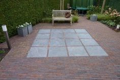 Thick format with natural stone tiles (I think this is too tight) - Modern Front Yard Patio, Front Courtyard, Sunken Garden, Garden Paving, Landscaping A Slope, Stone Walkway, Fire Pit Patio, Side Garden, Contemporary Garden