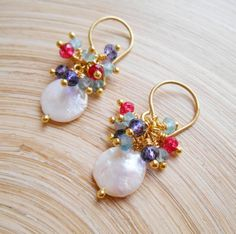 a866411eaa86 Pendientes de perlas racimo novia Thalia moneda azul cuelga
