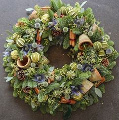 Wreaths are a classic Christmas tradition and they're great fun to make! Here's a list of over 80 beautiful Christmas ideas. Christmas Door Wreaths, Christmas Flowers, Christmas Crafts, Christmas Decorations, Christmas Candles, Outdoor Christmas, Christmas Ideas, Wreaths And Garlands, Holiday Wreaths