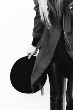Noir Magazine is all about the sexy and stylish things in life. Based in Amsterdam but for every confident woman worldwide who's into a classy erotic lifestyle. Go To New York, Vogue, White Style, Black White, Her Style, Bohemian Style, Fashion Outfits, Womens Fashion, Leather Fashion