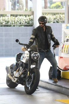 Cars Discover Leather Biker Jacket is the new trend! Keanu Reeves Motorcycle, Arch Motorcycle, Futuristic Motorcycle, Keanu Charles Reeves, Biker Gear, Cool Motorcycles, Bike Life, Motorbikes, Harley Davidson