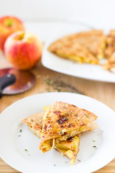Apple, Gouda and Caramelised Onions Quesadillas are sprinkled with fresh thyme and are a perfect easy dish to start fall! #vegetarian #quesadilla #healthy #fallrecipes #apple