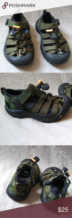 Keen Newport Kids Size 9 Water Sports Shoes These are pre-owned kids Keen sports water sandals. There is a light marker mark on bottom of both shoes. Shoes has snags from usage. Has some dust in the crevices of shoes.    Don't hesitate to send offers, will accept any reasonable offer. Keen Shoes Water Shoes