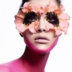Comenta aporta y viraliza. Forma parte de la primera comunidad que piensa por y para el maquillaje en http://ift.tt/26dCqly Maquillaje de Wendy Rowe.