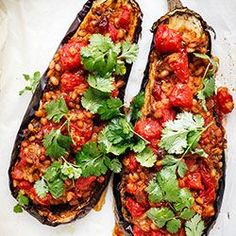 Roasted Aubergine Stuffed with Buckwheat Groats and Tomatoes Vegetable Recipes, Vegetarian Recipes, Cooking Recipes, Healthy Recipes, Delicious Recipes, Food Hacks, Food Inspiration, Bruschetta, Food And Drink